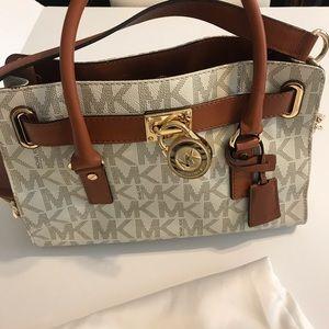 NWOT  💯 authentic NWT Michael Kors Hamilton purse